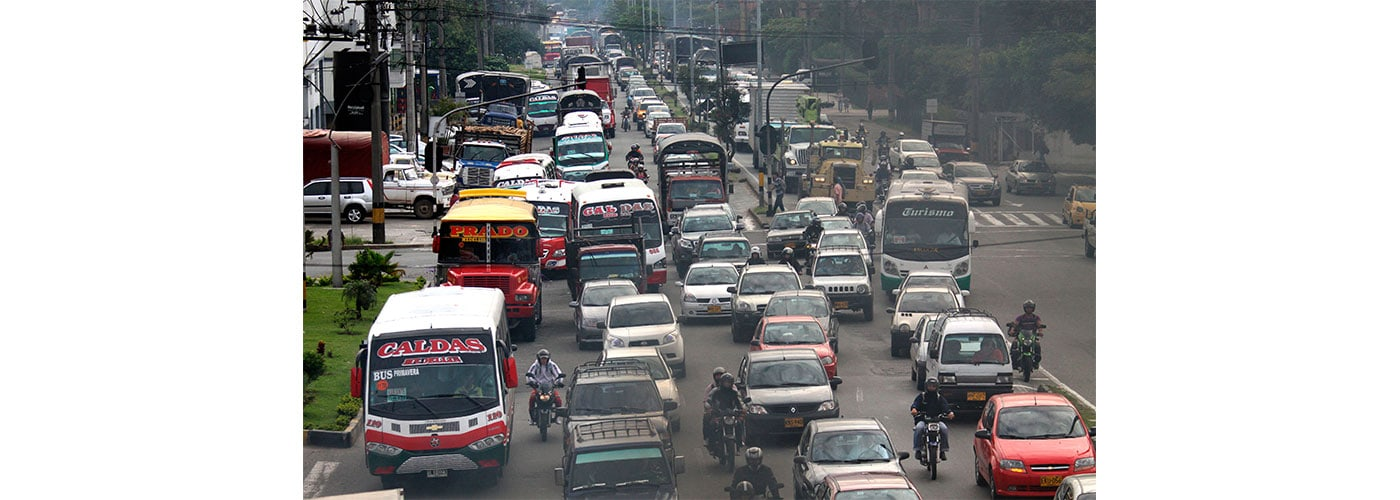 combustibles fósiles como la gasolina, usada en su mayoría en el transporte público