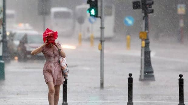 lluvia en las vías de Madrid