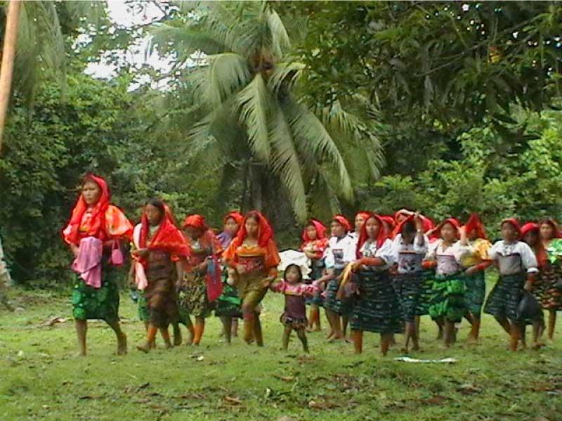 mujeres de Caimán Nuevo